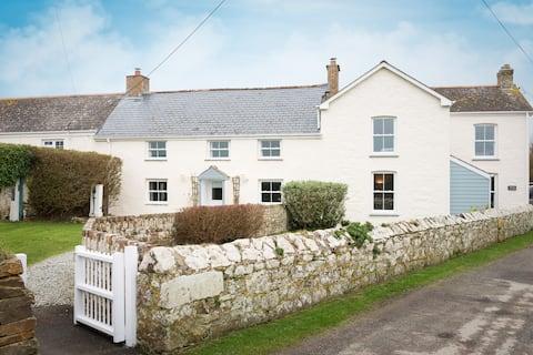 Dog-Friendly Cornish Cottage near Newquay- Bejowan