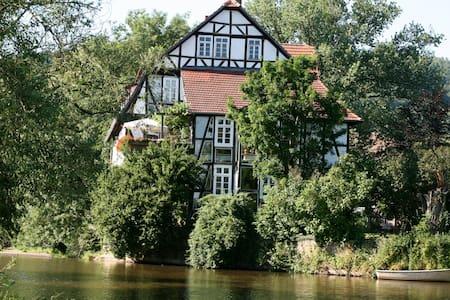 Luxus-Ferienwohnung direkt am Fluss mit Sauna