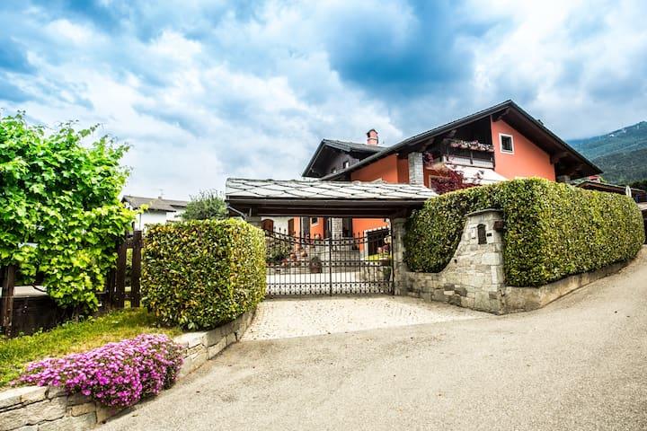 Accogliente mansarda in villa - Gressan - Appartement