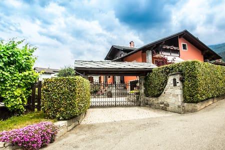 Accogliente mansarda in villa - Gressan