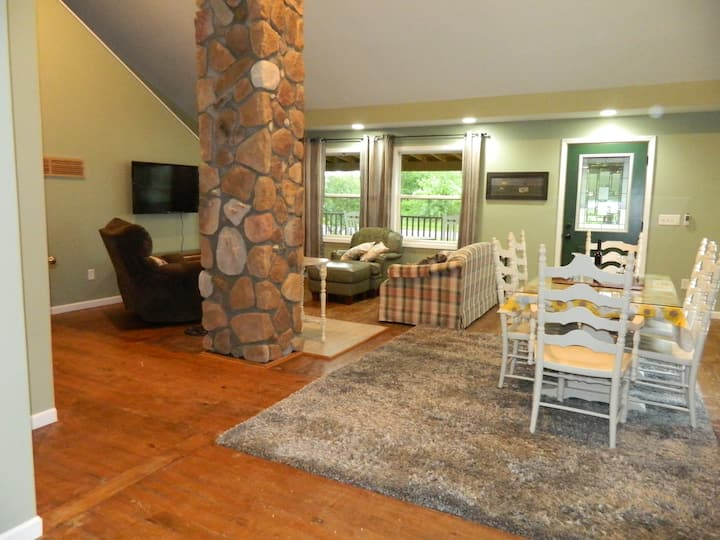 Charming, minutes from Frankenmuth, bring the dog!