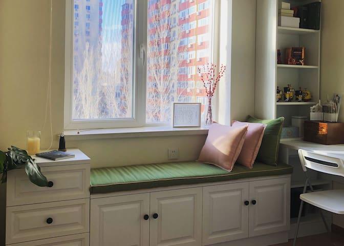 【新房特价】三里屯三元桥国展 适合艺术爱好者的飘窗单人房
