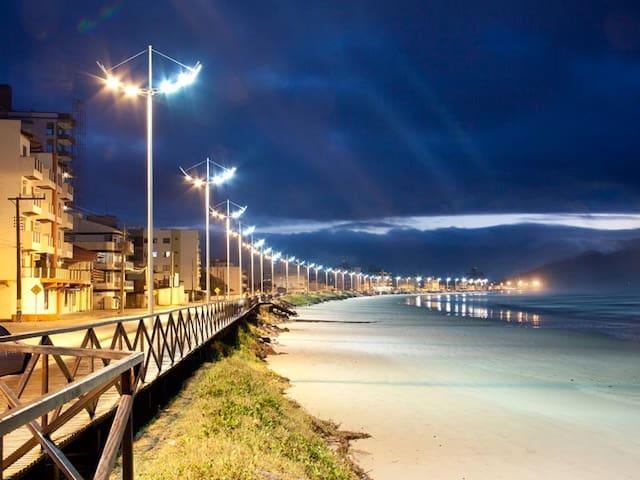 Apto econômico próx à praia e ao Beto Carrero.