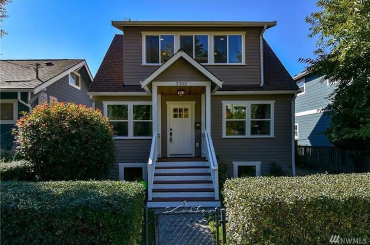 Walk to light rail! Charming Craftsman suite