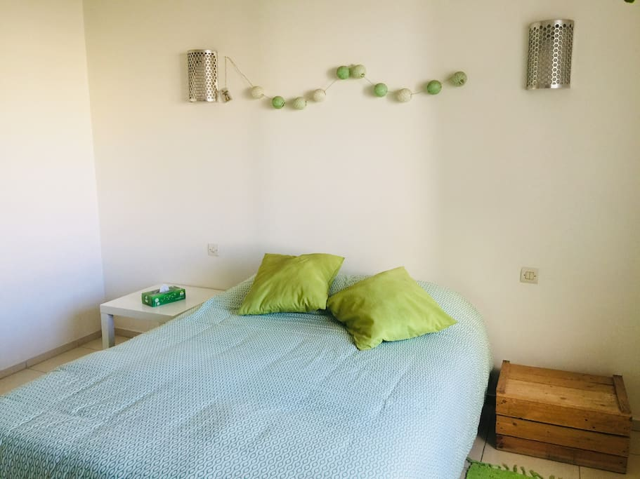 Chambre avec lit 2 places/ room with double bed