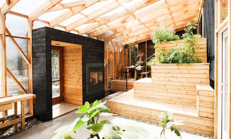 Field House - Private Suite with Solarium & Sauna