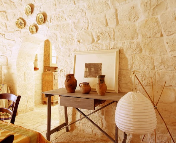 Trullo between Ostuni and Cisternino - Fogliarella - บ้าน