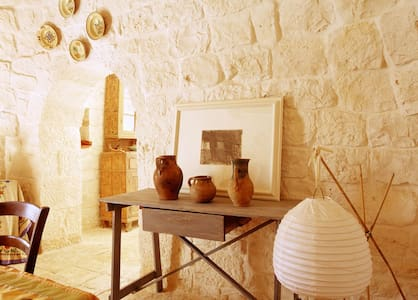 Trullo between Ostuni and Cisternino - Fogliarella - House