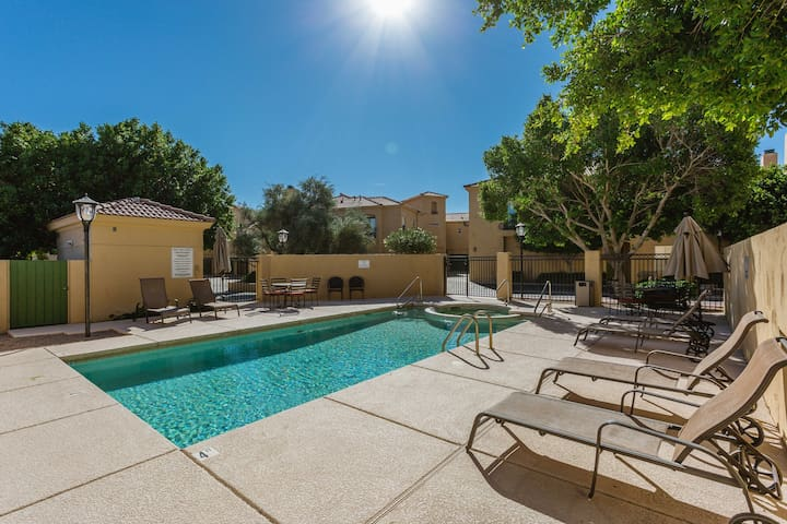 Safe, Clean & Modern Near Airport, ASU & Downtown!