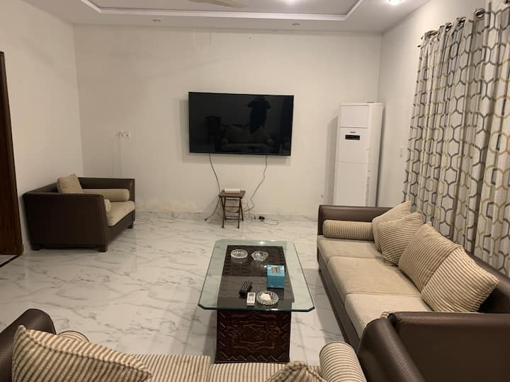 Private 2 bedroom tv lounge & kitchen Model Town.
