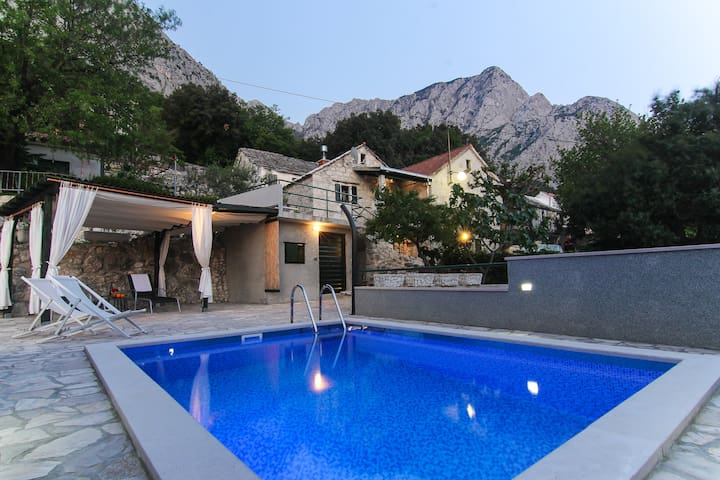 Holiday home Volat w/ pool & sea view - Baška Voda - House