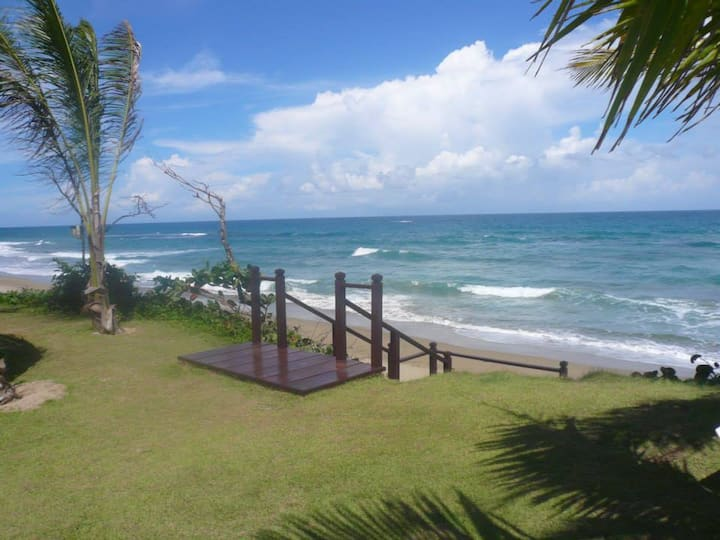 Beautiful 2 bedroom beachfront condo