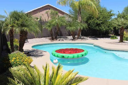 Beautiful Vacation home w/ a POOL!