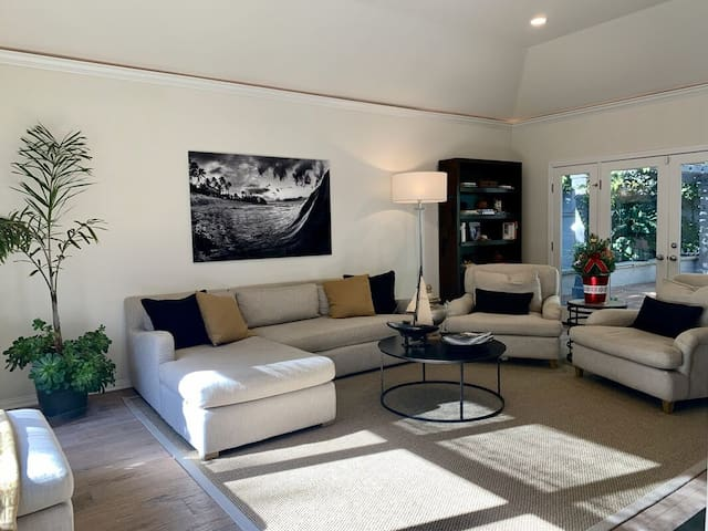 Modern Home In Great Location Near The Beach!