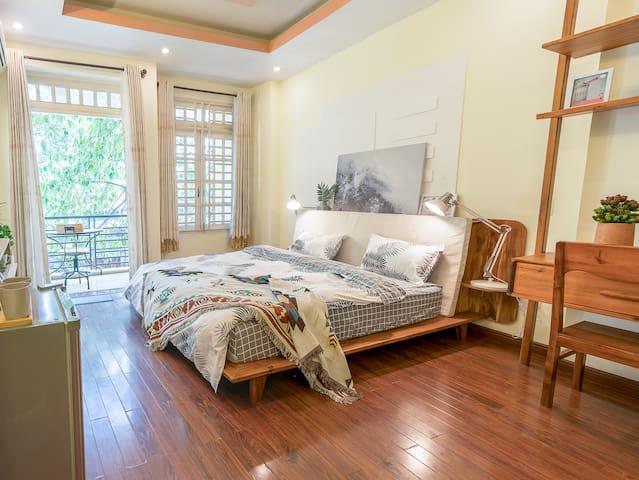 Eggsylhome's Cosy room with balcony