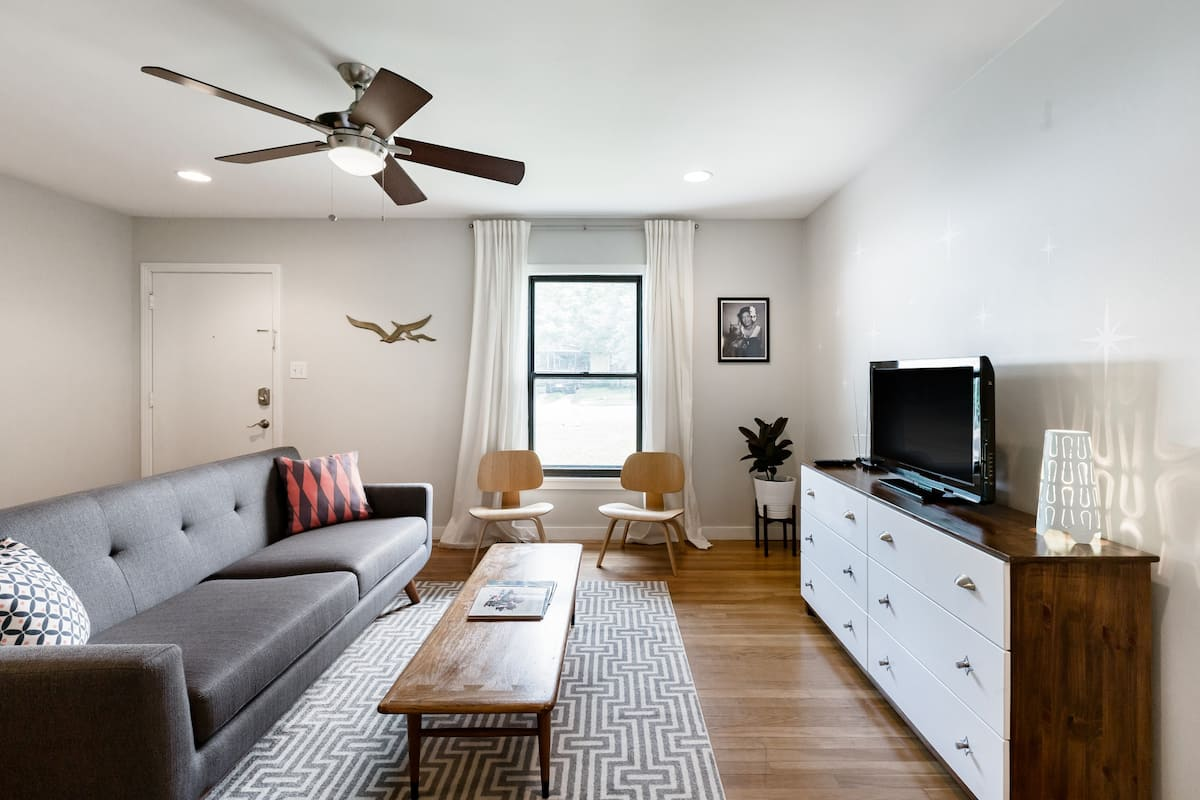 Retro Remodeled Central Austin Retreat, Pet Friendly