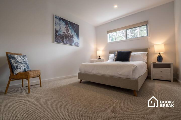 Bedroom 4, with a Queen bed