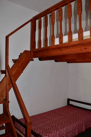 The wooden stairs to the Onda double bed in Giannis-bedroom.