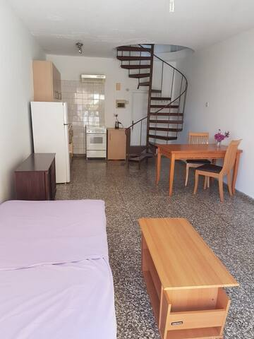 1 bedroom maisonette with a parking