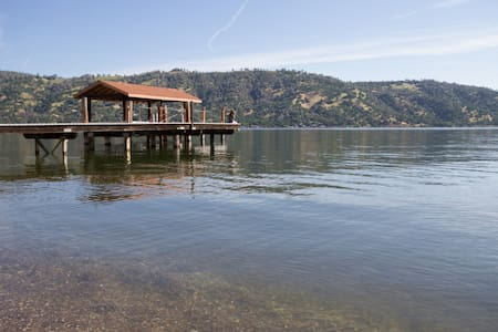 Relaxing Lakefront Vacation Home. - Clearlake