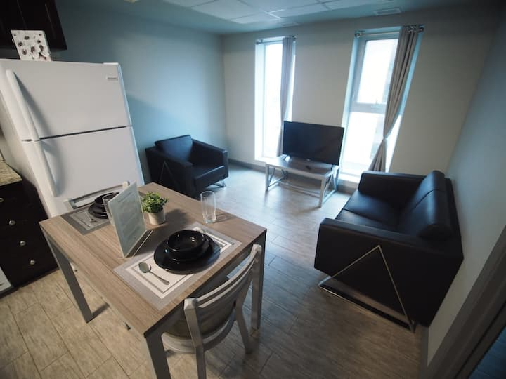 2 Bdrm Condo in Heart of Waterloo *Albert Suites*