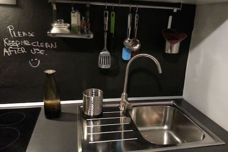 cozy room near city center+kitchen+bathroom - Turyn - Apartament