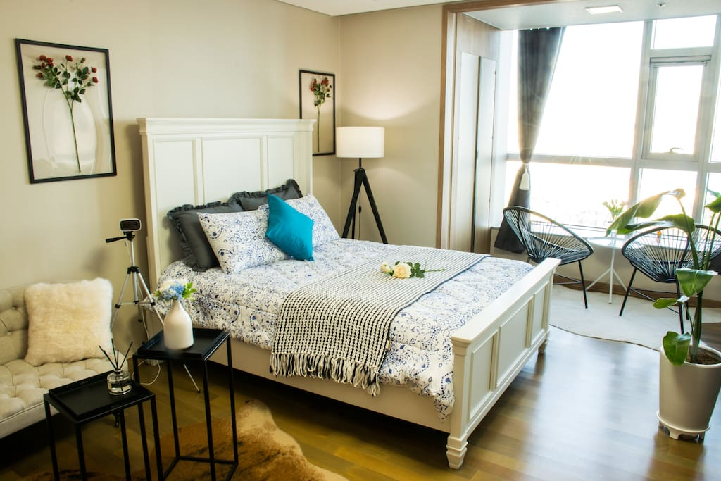 Master Bed Room with Ocean View (Ensuite)