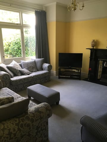Four bed house, ideal for Champions League Final - Cardiff - Casa