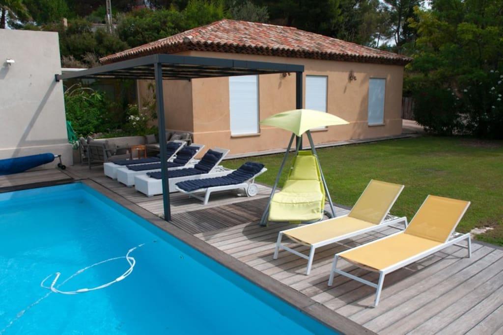 La piscine et la terrasse sud