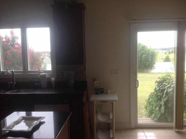 Private room/bath close to Princeton - Monroe Township