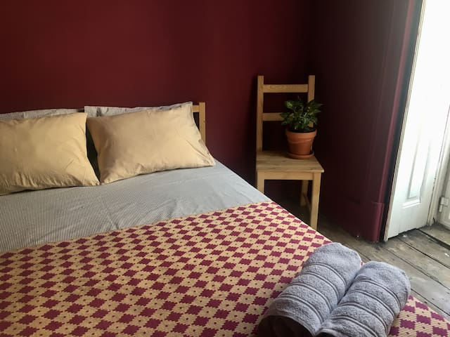 Luminous and cozy room in Lisbon centre