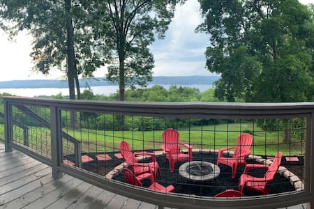 Eagle Point Cottage overlooking Lake Guntersville