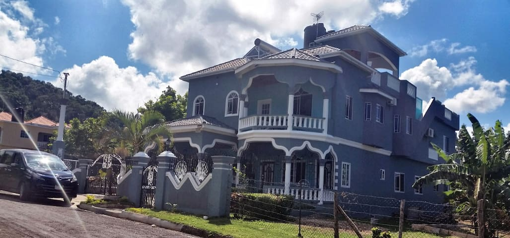 Bailey's Bed and Breakfast, Runaway Bay, Jamaica