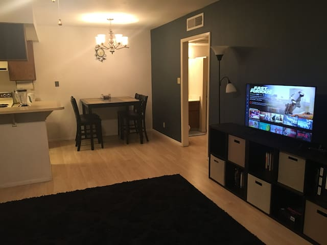 Walk to ASU/Mill Ave! Cozy, Convenient Tempe Condo