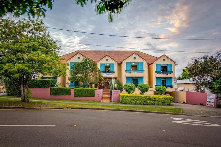 Albion ManorMotel and Serviced Apartments