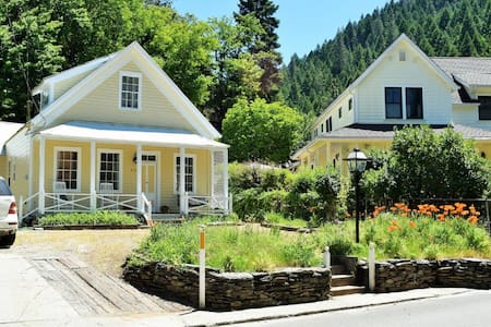 Downieville Victorian Cottage - 4 Bedroom