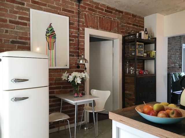 Cozy 3 Room Design and Art Home - Fürstenfeldbruck - Apartamento