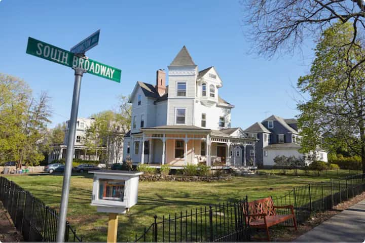 Beautiful Victorian Home in the Village of Nyack