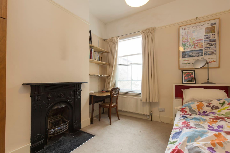Elegant single bedroom in Clapham Old Town