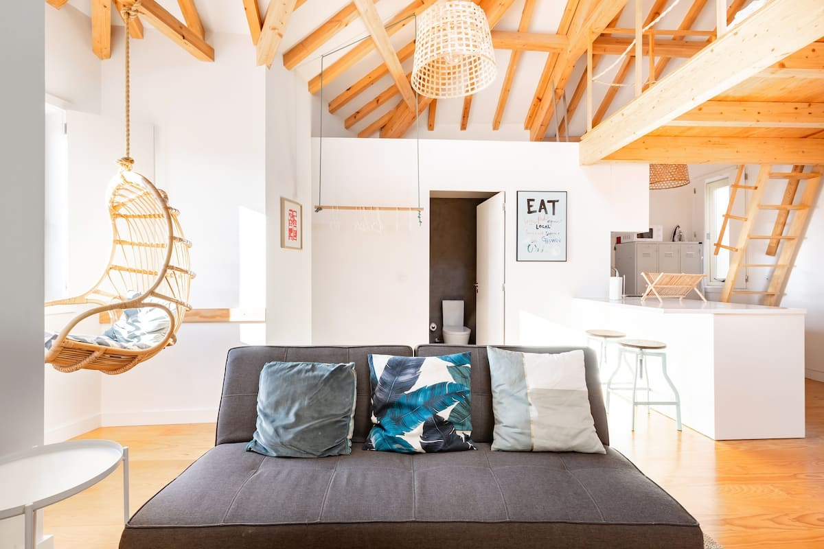 Beaming Loft Apartment in the Heart of Porto