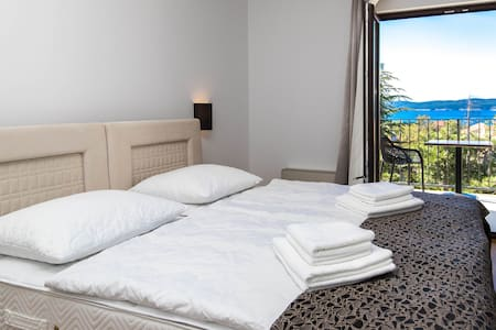 Amarie 104 - air conditioned room with seaview - Selce - Bed & Breakfast