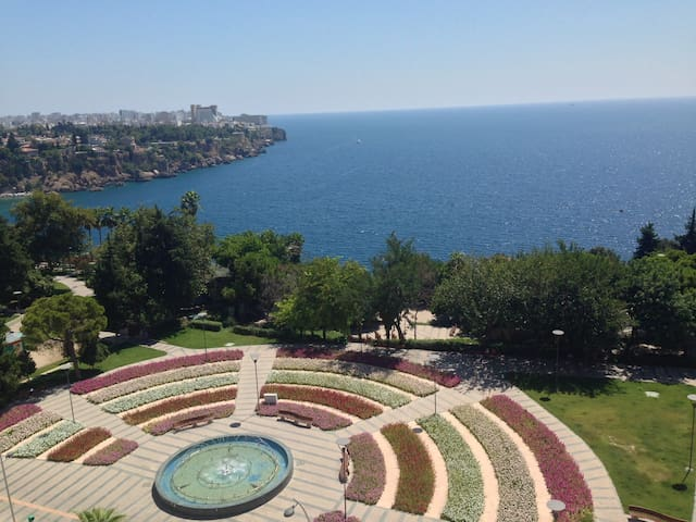 Single Room in an Apartment with Great View - Muratpaşa - Apartmen