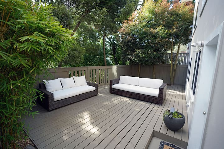 Peaceful 2 Bedroom SF Getaway, deck & free parking