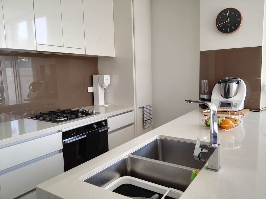 Modern kitchen with gas cooktop and oven, 2 draw dishwasher