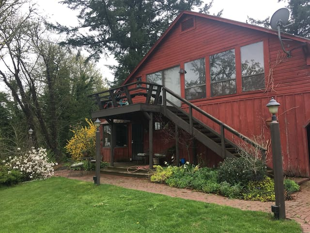 Minto-Brown Island Bunkhouse Retreat  Salem Oregon