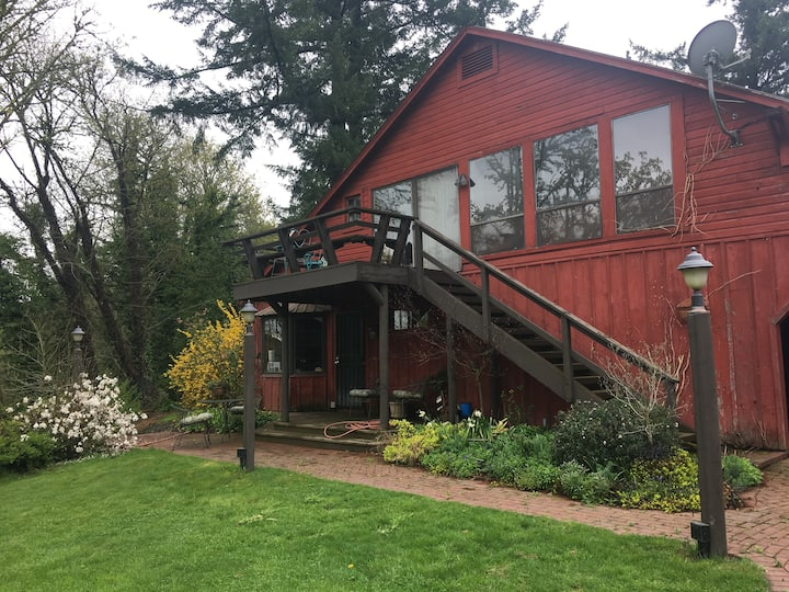 Minto-Brown Island Bunkhouse Retreat  Salem Oregon