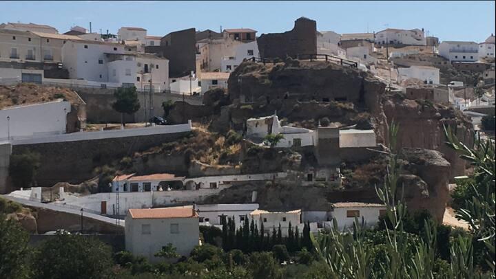 Ponderosa Cave Retreats, Freila, Granada.