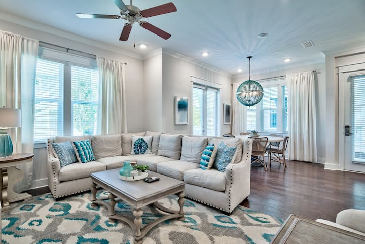 Deja Blue by Southern Girl Vacation Rentals