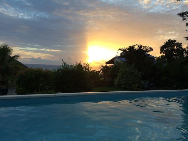 Maison vue mer avec piscine, 3 chambres et 2 sdb - Deshaies - House