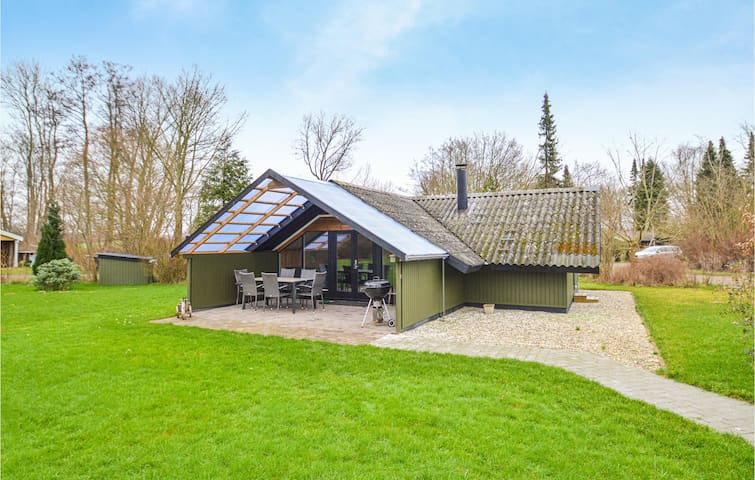 Holiday cottage with 3 bedrooms on 55m² in Faxe Ladeplads